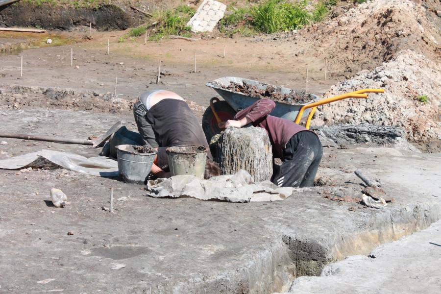 Выборка материковых ям и откопка столбов