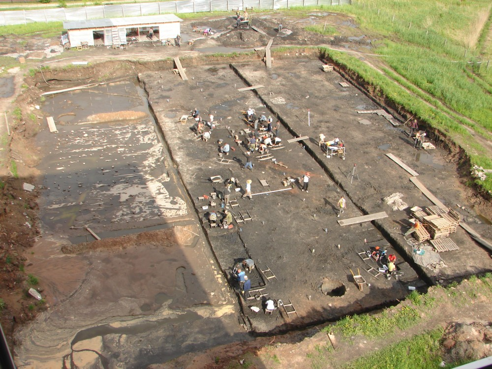 Вид на раскоп с 6-го этажа