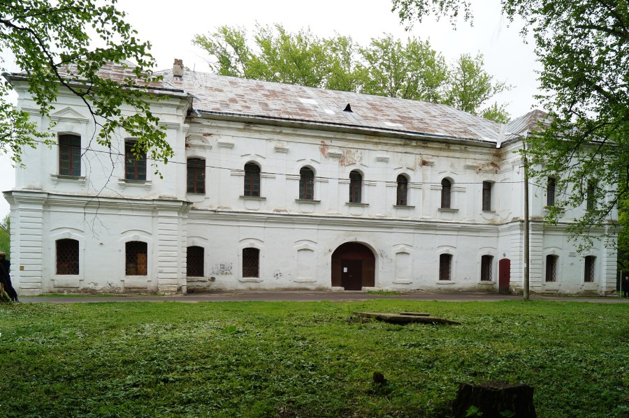 Библиотека. Западный фасад. Вид с  запада-северо-запада.JPG