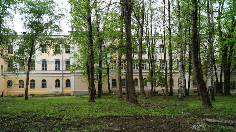Здание семинарии. Восточный фасад фасад.JPG