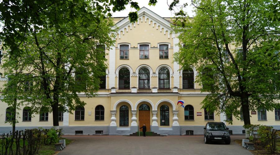 Здание семинарии. Западный фасад. Центральная часть.JPG