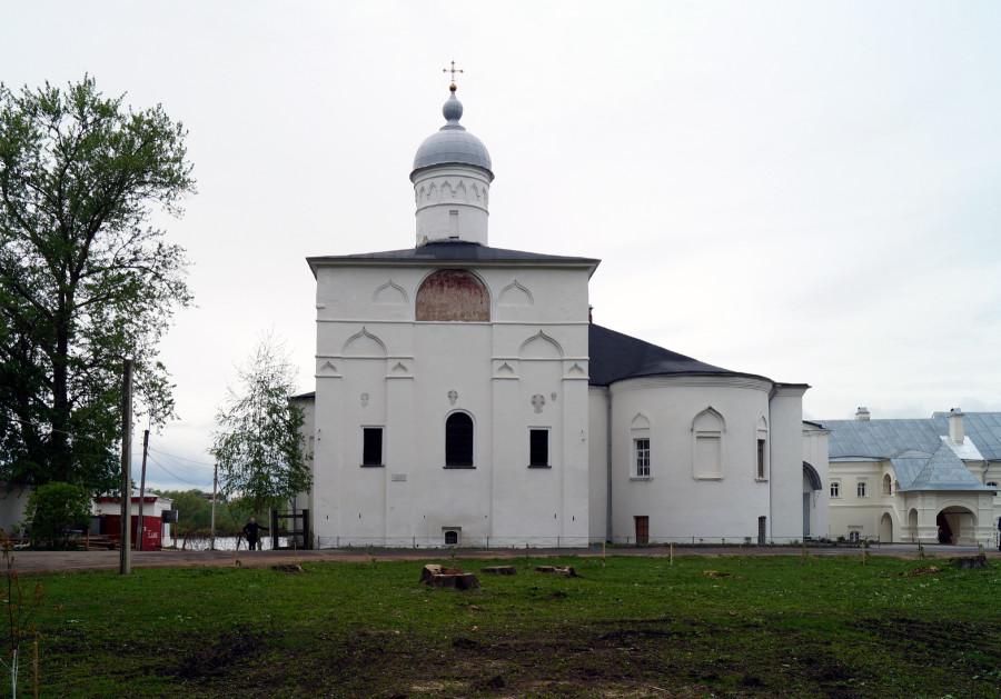 Церковь Сретения. с трапезной. Вид с Востока 2.JPG