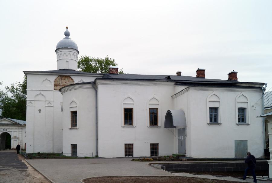 Церковь Сретения. с трапезной. Вид с севера 2.JPG