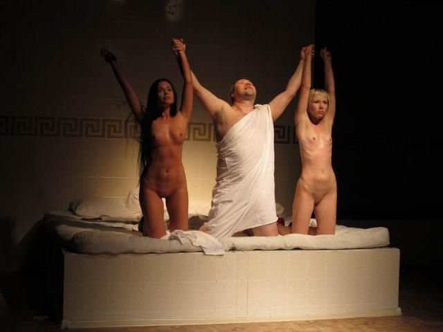 голые актрисы спектакли станут руки