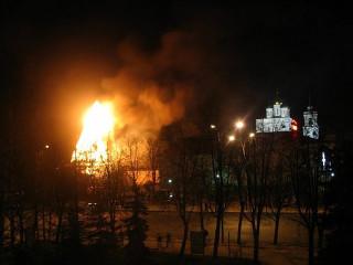 Горит Рыбницкая башня Псковского кремля