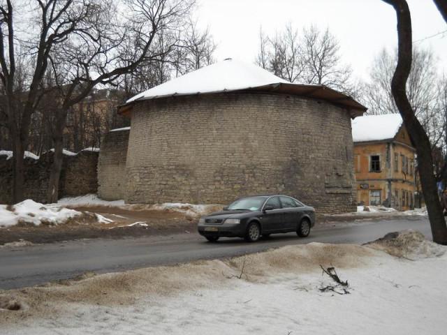 Петровская башня в Пскове
