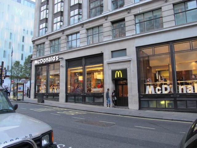 Макдональдс в Лондоне в районе Пиккадилли