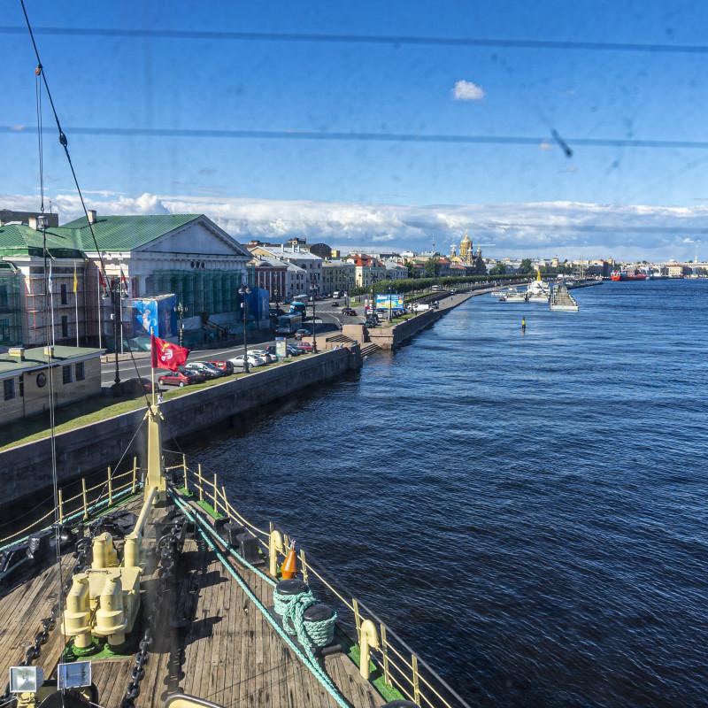 """С мостика теперь видно не полярные льды, а """"самый лучший город на Земле"""""""