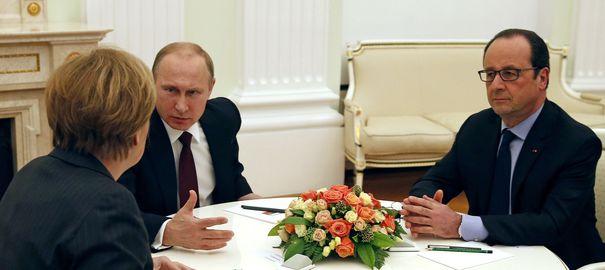 francois-hollande-d-angela-merkel-et-vladimir-poutine-negocient-le-6-fevrier-2015-dans-un-salon-du-kremlin-a-moscou-le-nouveau-plan-de-paix-pour-l-ukraine-1_5208703