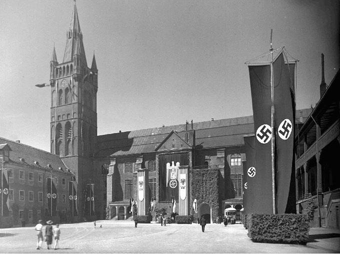 Внутренний двор Королевского замка во время фашизма