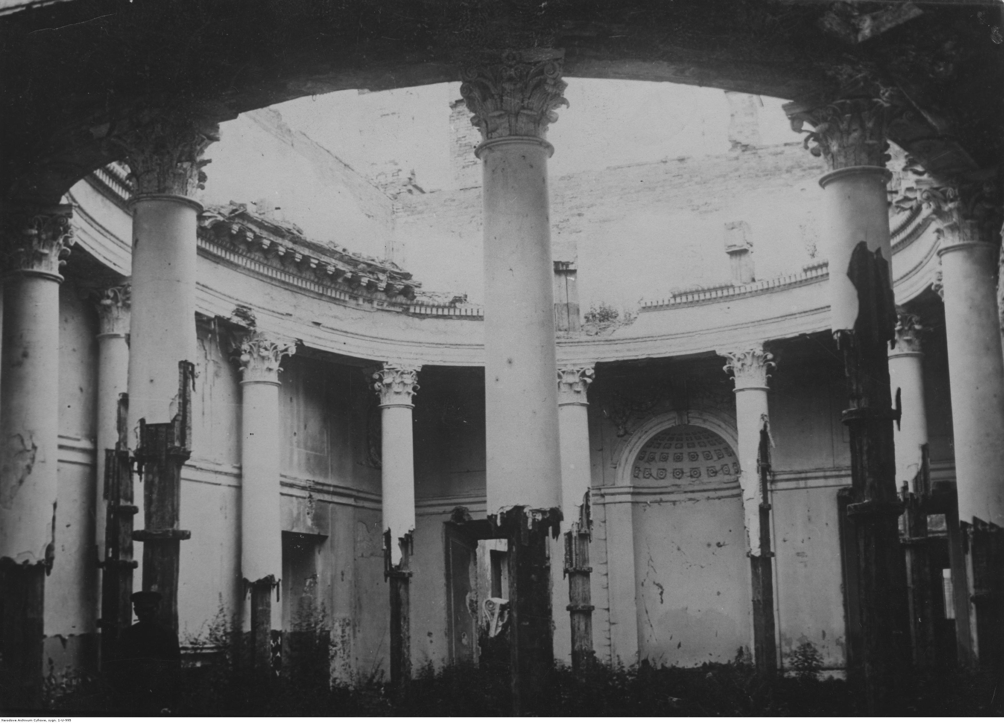 605051 Дубенский замок. Колонный зал во дворце Острожских