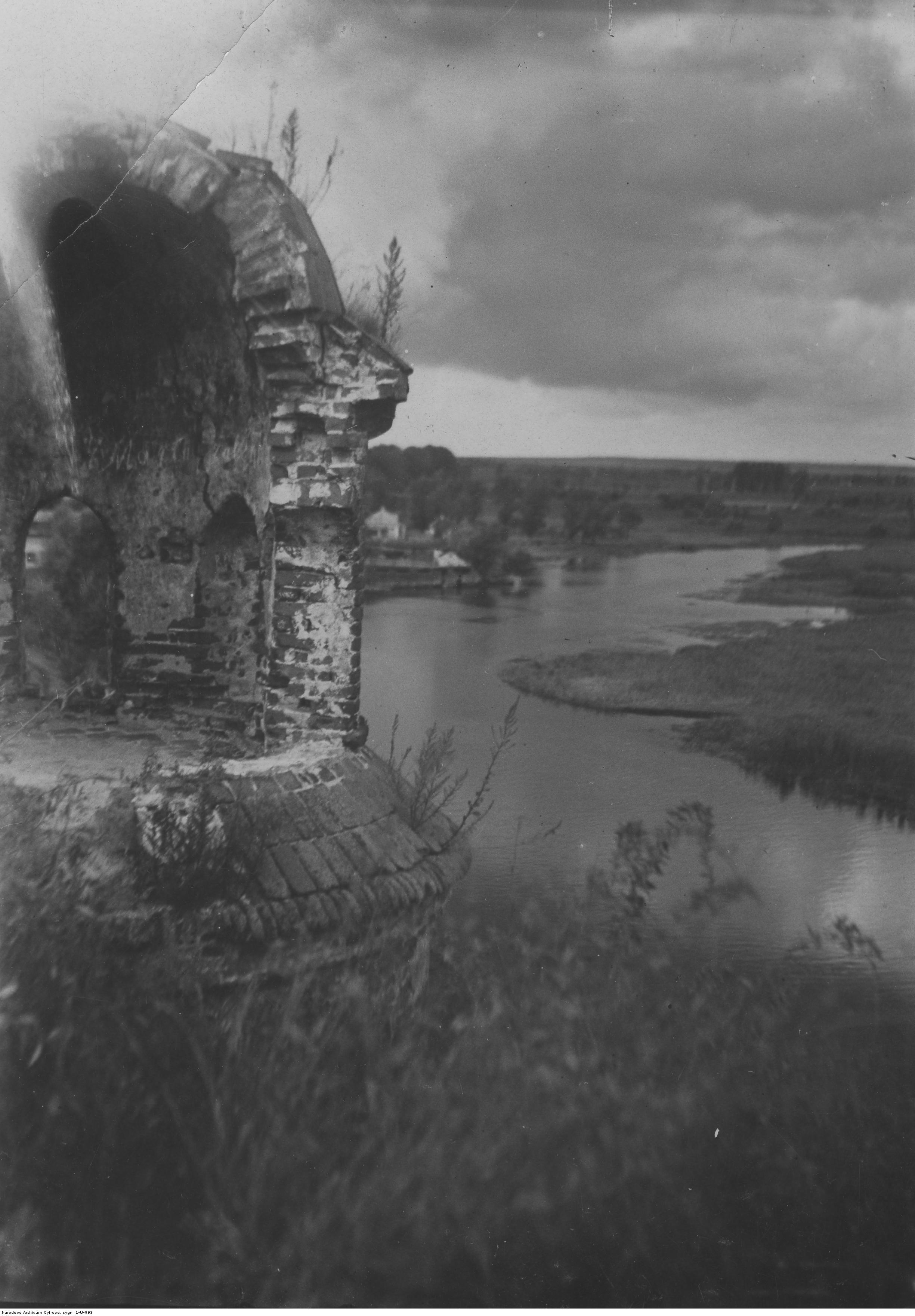 605058 Дубенский замок. Вид на Икву