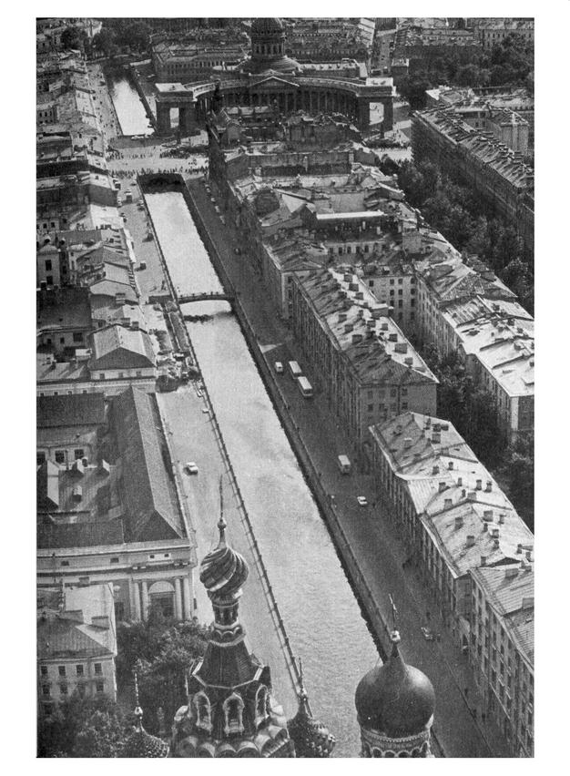 Над Ленинградом. Альбом. Варсобин А.К. (сост.). 1987_12