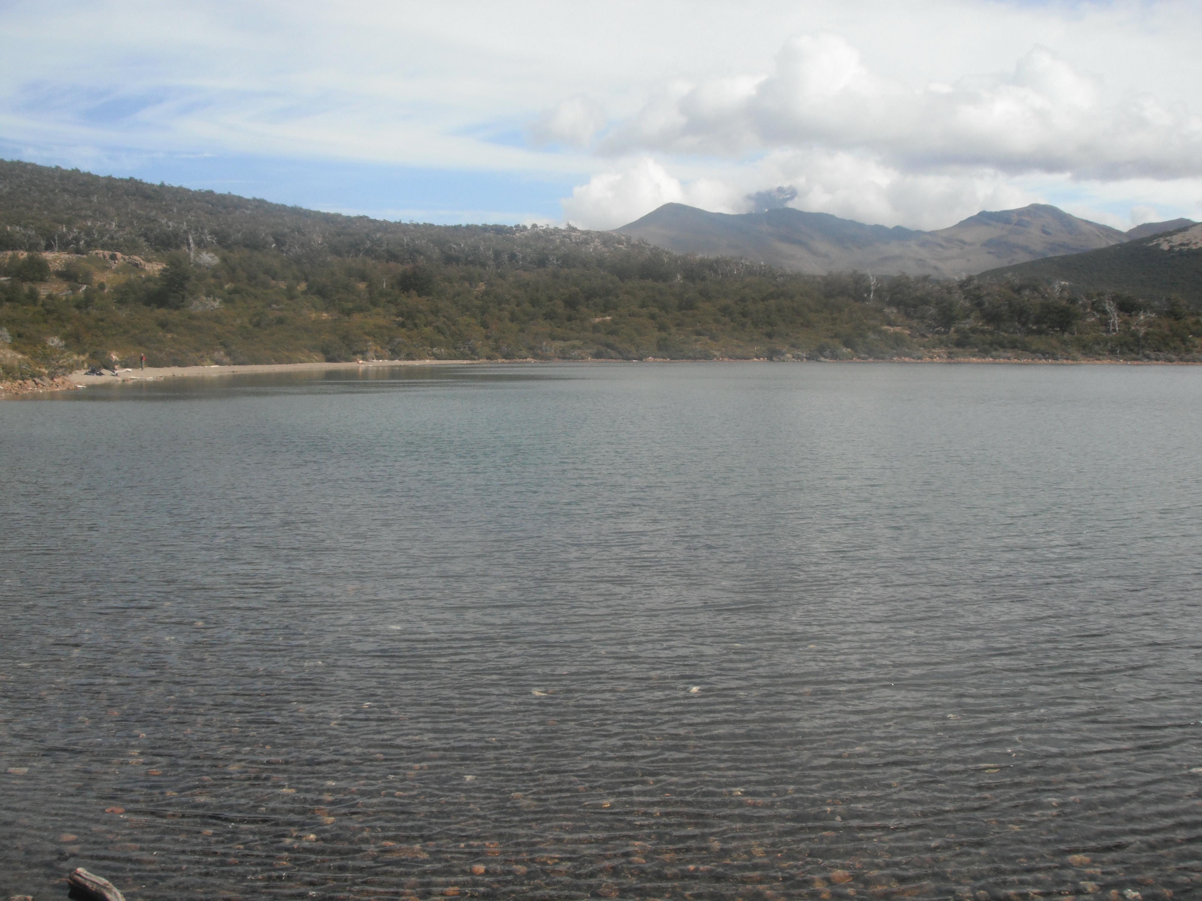 АРГЕНТИНА 27.02.2012 озеро Капри на склоне Фицроя.