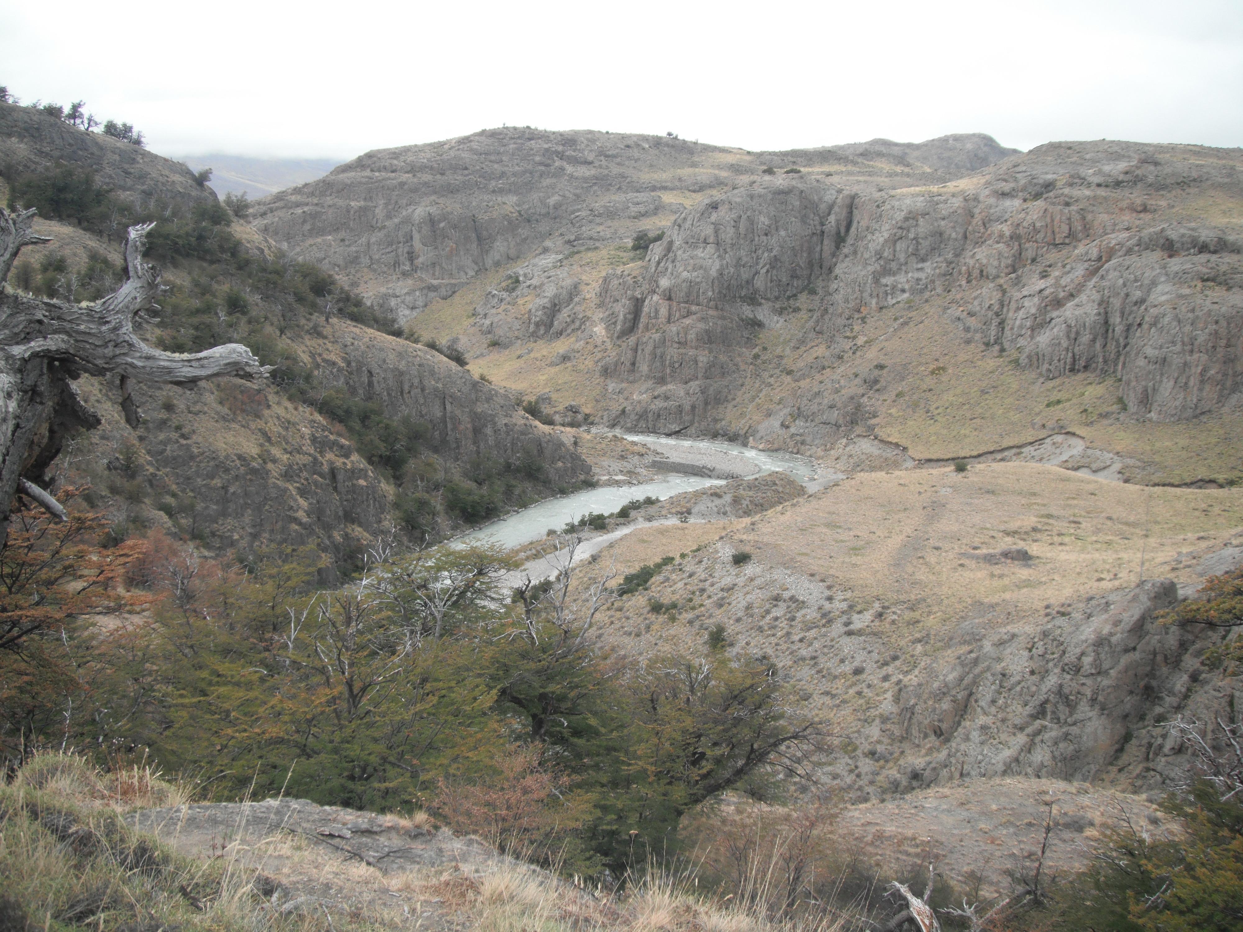 Аргентина.Склоны Серро Торре, речка Рио-Фицрой 28.02.2012