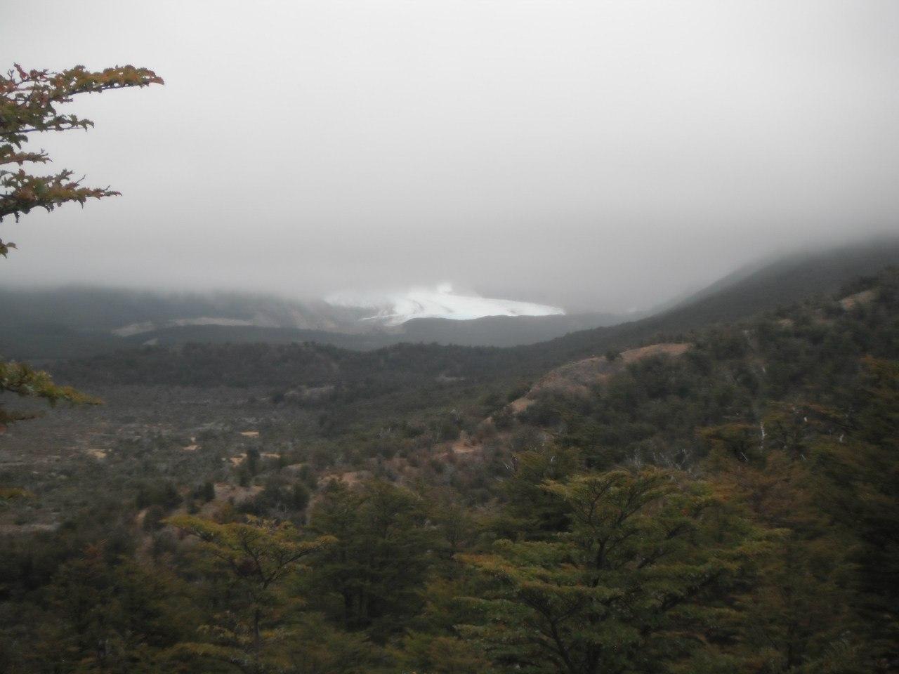 Аргентина 28.02.2012 К сожалению,Серро Торре покрыт облаками и виден только язык ледника Гранде.Сама вершина справа