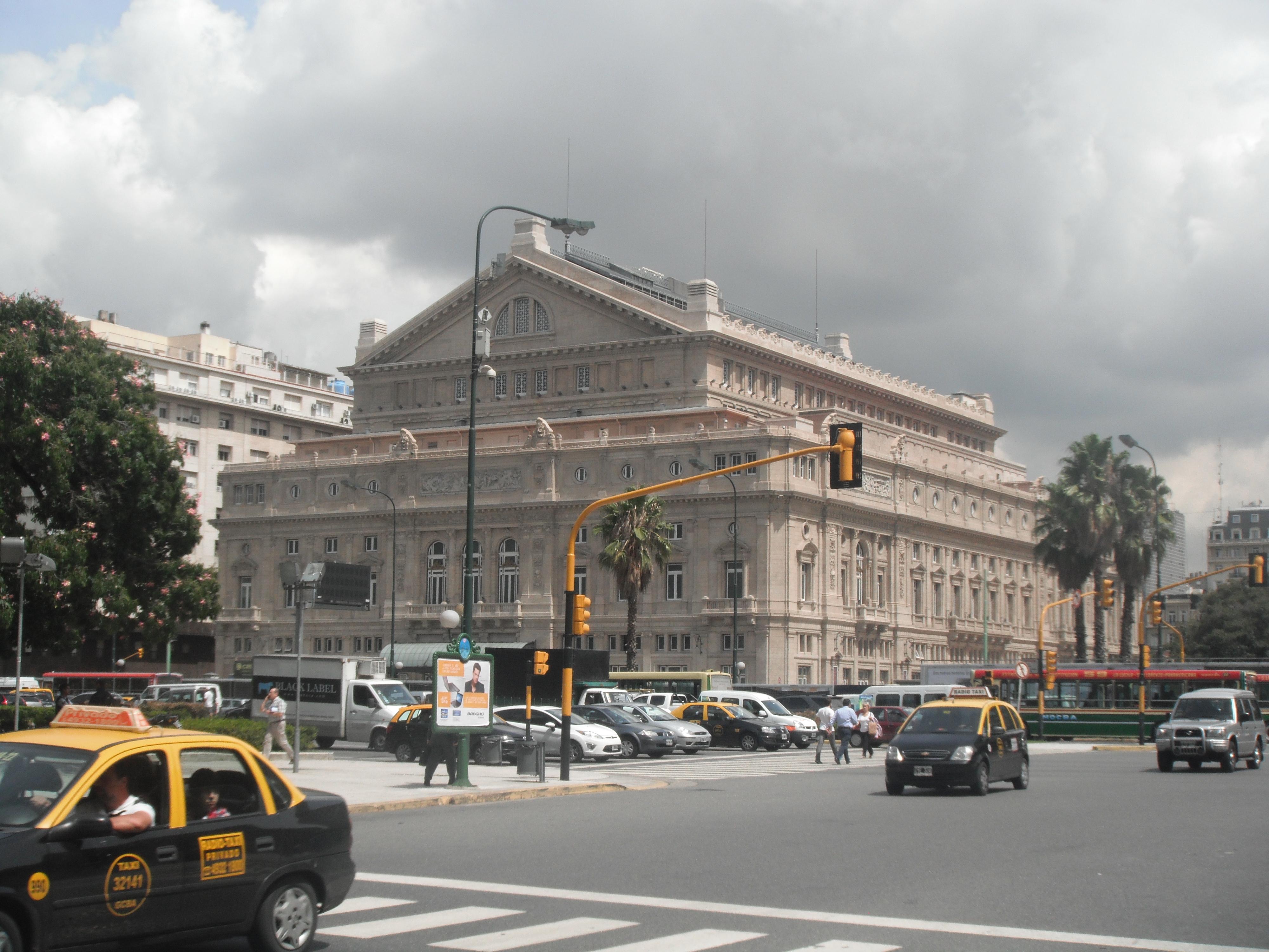 Аргентина, Буэнос-Айрес.Театр Колумба, авенида Карлос Пелегрини 28.02.2012