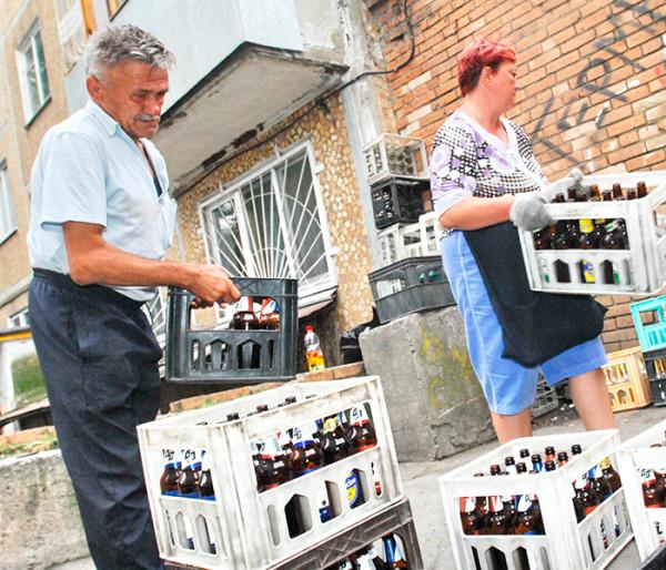 В России решили вернуть прием бутылок и свастику 1