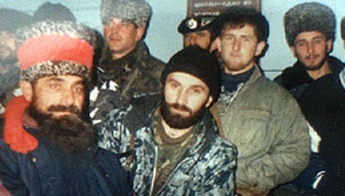Как чеченский отец ебанул свою дочь в чечне