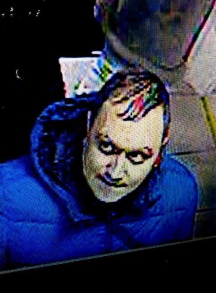В Омске ищут мужчину, которому случайно выдали в банке 137 тысяч 1