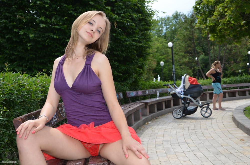 Блондинка дня: нарушая запреты (18+)