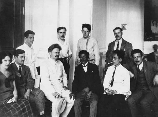 Лев Троицкий с членами Третьего интернационала