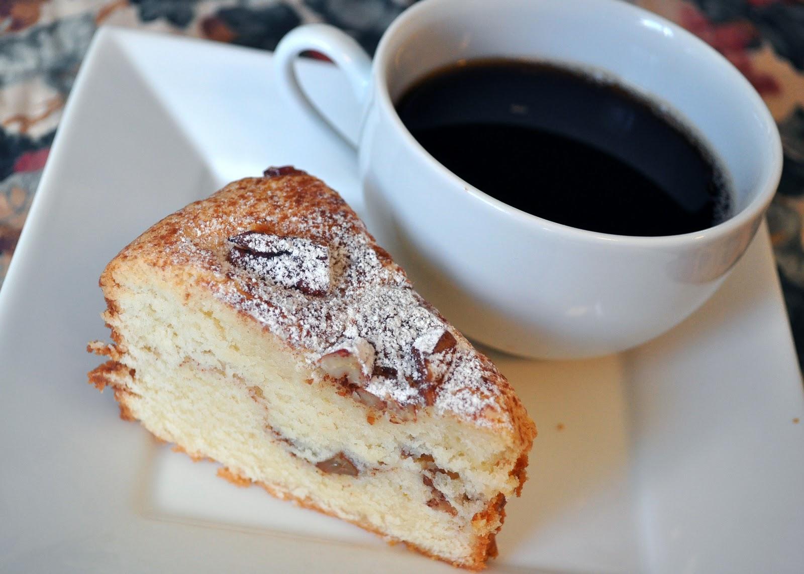 фото кусочек торта и чай была самая первая