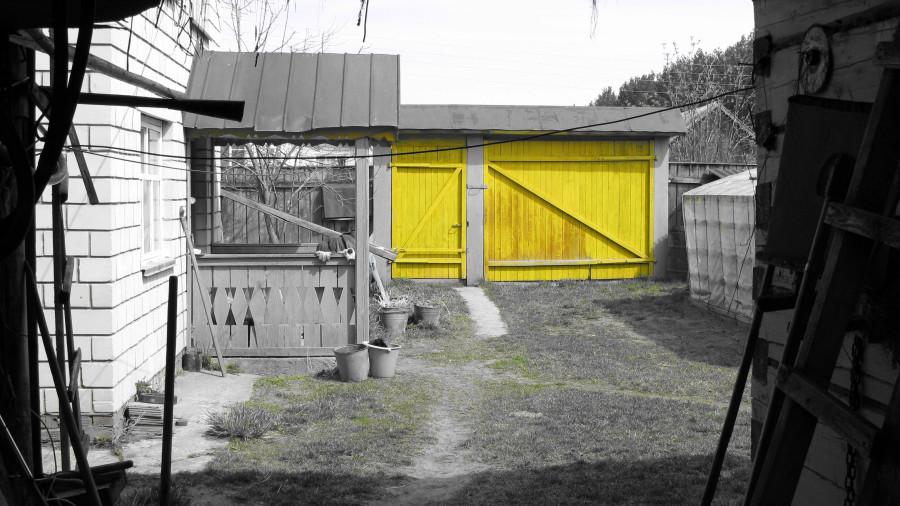 желтые ворота