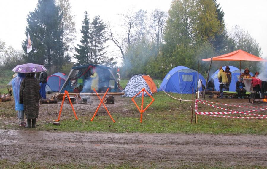 Палатки одной из команд