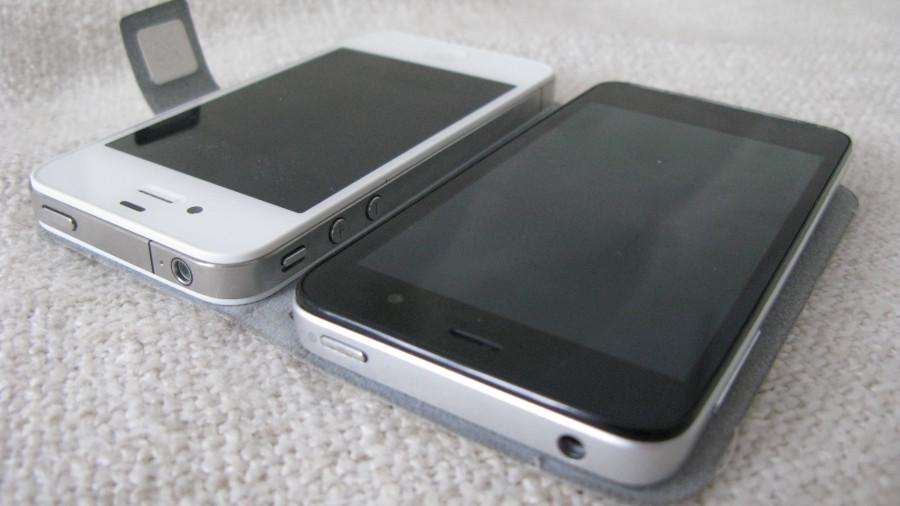Alcatel и iPhone 4 сверху