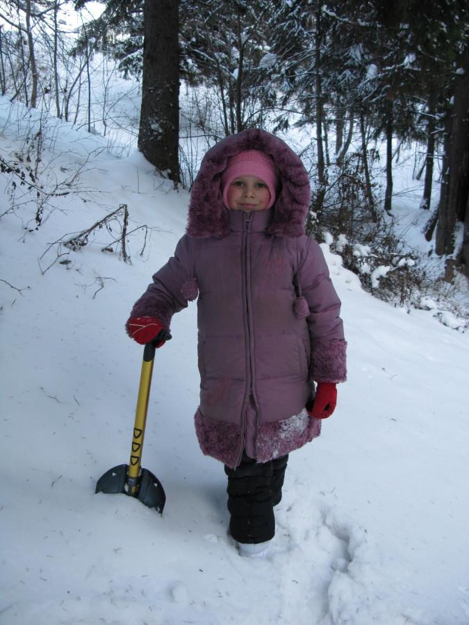 Дочь с лопатой