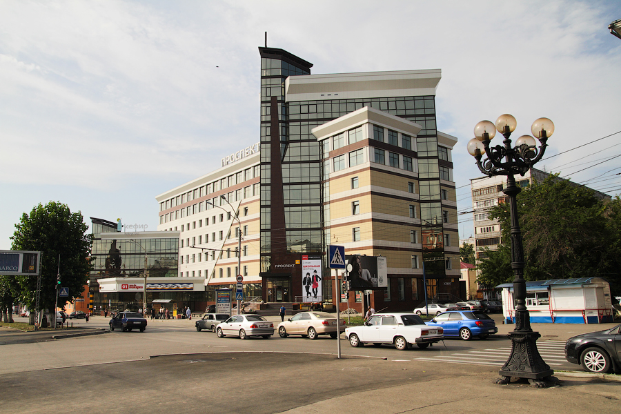 Новостройки в центре города. Торговый центр Проспект