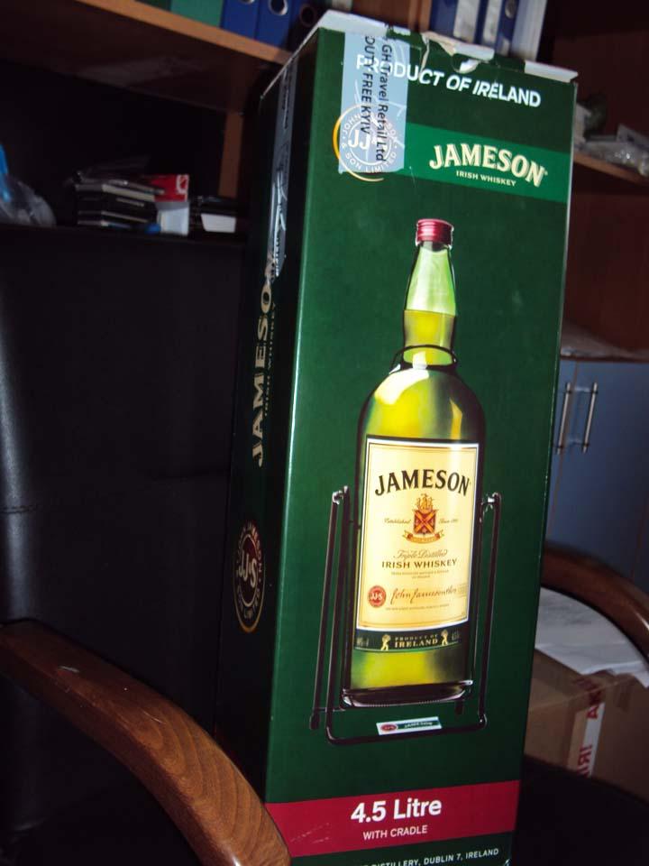 Jameson 4,5L в кресле