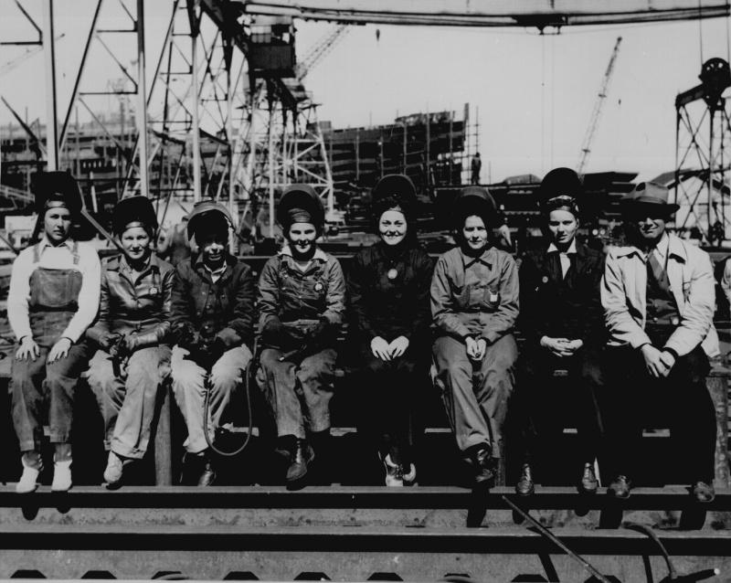 Женщины-сварщицы на судостроительном заводе Shipbuilding Corp., Паскагула, штат Миссисипи 1943