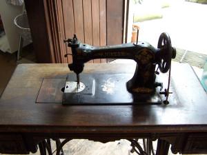 Jones Sewing Machine 020815 (4).JPG