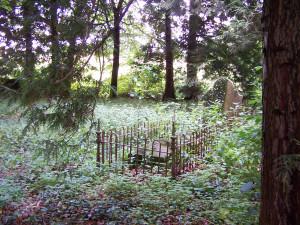 Nutley Churchyard 140812 (6)