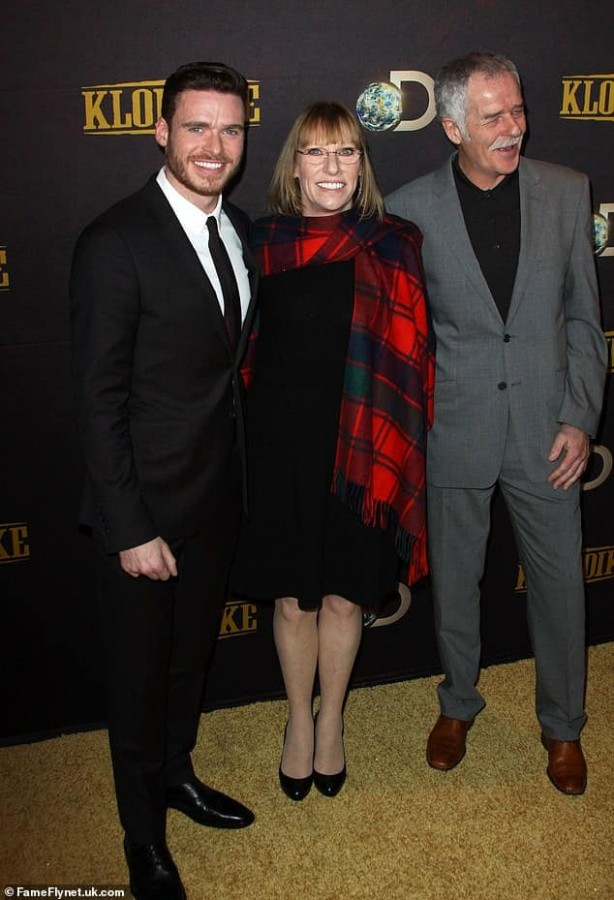 Richard Madden with his mother Pat.jpg