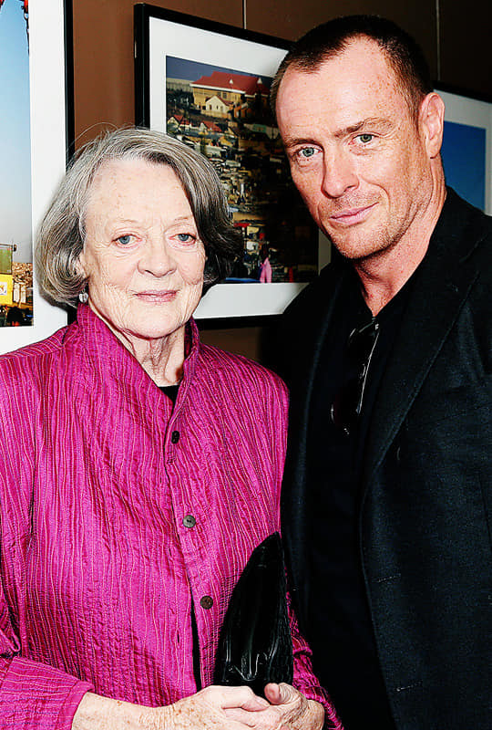 Toby Stephens with his mother Dame Maggie Smith.jpg