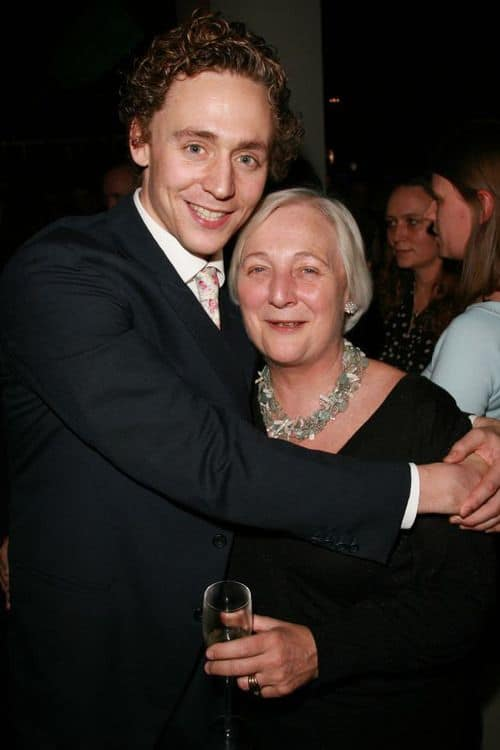 Tom Hiddleston with his mother Diana Patricia Hiddleston.jpg
