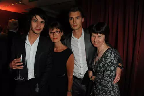 Ben Whishaw with his mother Linda and twin brother James.jpg