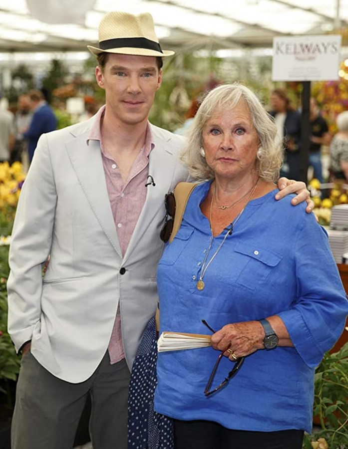 Benedict Cumberbatch with his mother Wanda Ventham.jpg