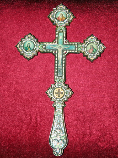 Хрест із часточкою Чесного і Животворчого Древа Господнього