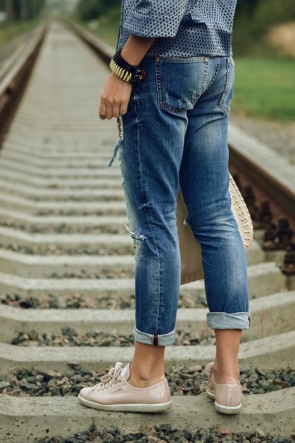Фото девушек в рваных джинсах без лица фото 470-901