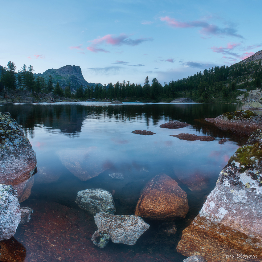 DSC_5650 lake and stones111blur2 copy1.jpg