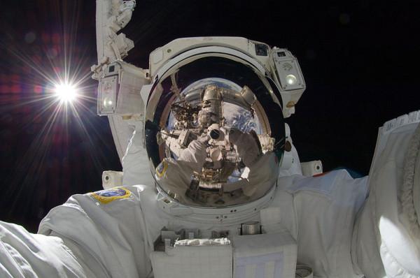 800px-ISS-32_American_EVA_b3_Aki_Hoshide Медиапроект s-t-o-l.com