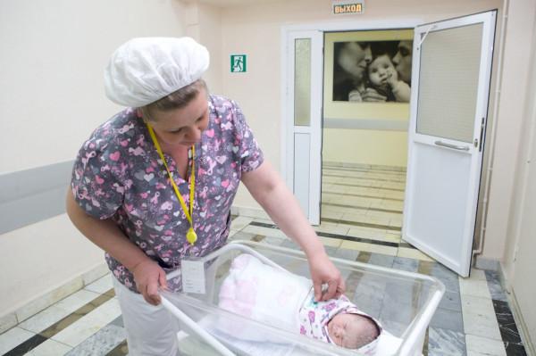 part12 Перевод новорожденного в послеродовое отделение после кесарева сечения _MG_3568