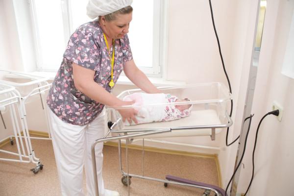part12 Перевод новорожденного в послеродовое отделение после кесарева сечения _MG_3582