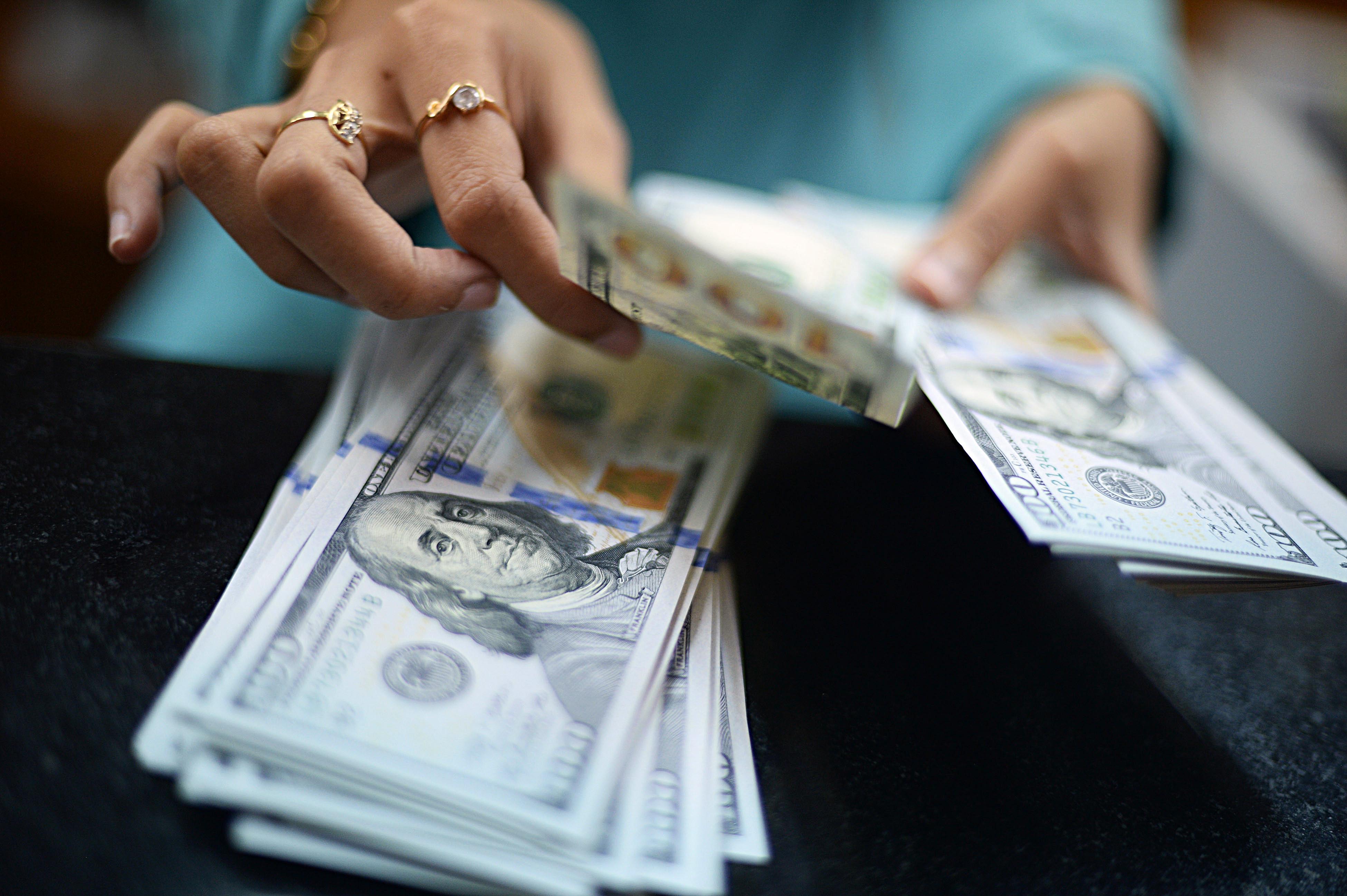 Минфин резко увеличит скупку долларов