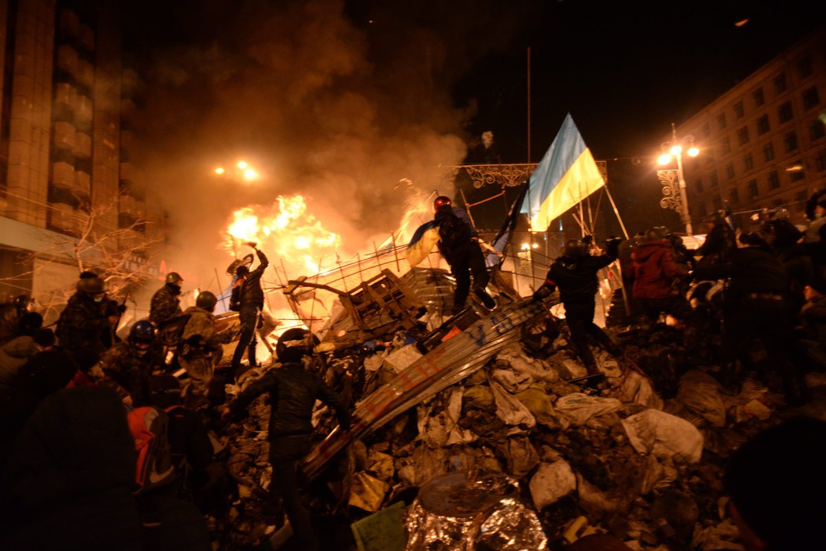 SState_flag_of_Ukraine_carried_by_a_protester_to_the_heart_of_developing_clashes_in_Kyiv_Ukraine._Events_of_February_18_2014