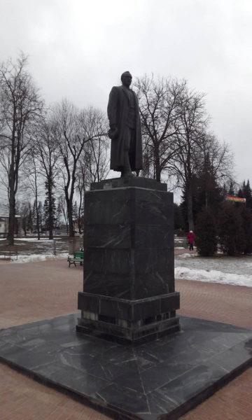 1296px-pomnik_feliksu_dzyarzhynskamu_dzyarzhynsk-360x600